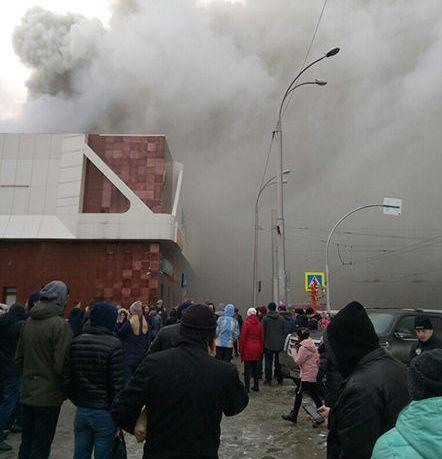 d59e88048337 В Кемерово произошел пожар в ТЦ